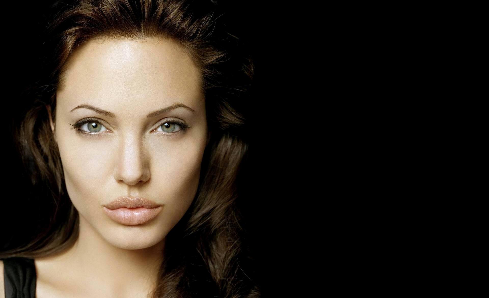 Tatuajes Angelina Jolie Espalda Famosas Fotos Kamistad Celebrity